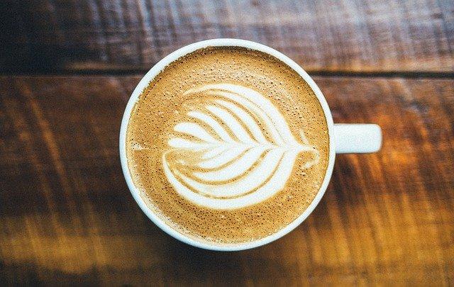 כיצד לנקות ספלי קפה מוכתמים ולהפוך אותם לנקיים