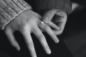 Read more about the article הטיפים הטובים ביותר לרכישת טבעת אירוסין יהלומים בהתאמה אישית באינטרנט