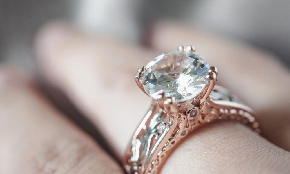 Read more about the article איזו צורת יהלום הכי טובה? מדריך יעיל לבחירת החיתוך האידיאלי עבורכם